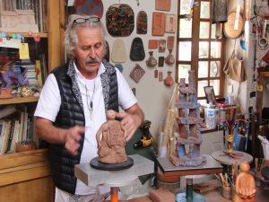Pablo Seminarios discussing his Art